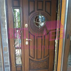 Эксклюзивные входные двери вид сразу после установки